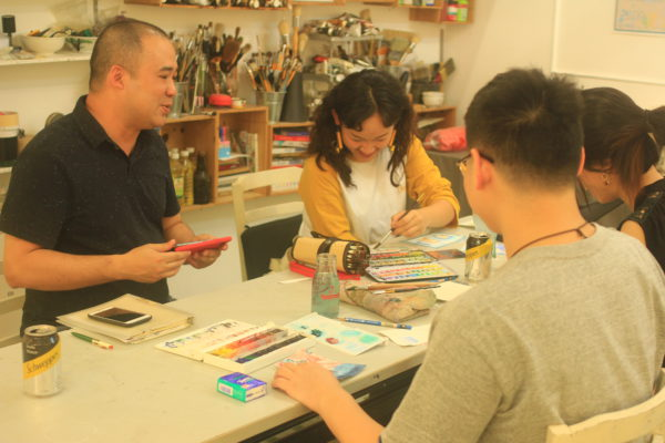 03 不少學生會在假日會工作室畫畫,聚在一起交流