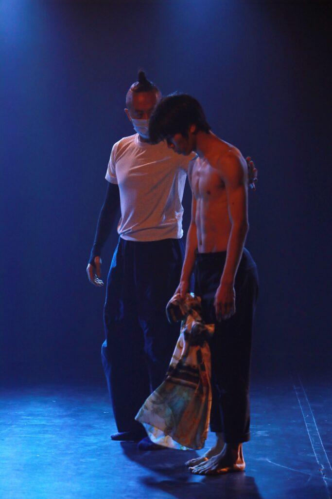 「For What」:邢亮,看遍風雨後的「佛系」現代舞蹈家